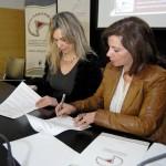 Firma del convenio con Plataforma 8 de marzo