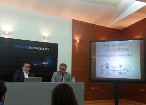 Foto de la charla sobre fuentes de financiación