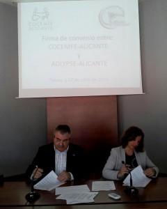 Foto de la firma de convenios entre COCEMFE Alicante y ADLYPSE Alicante