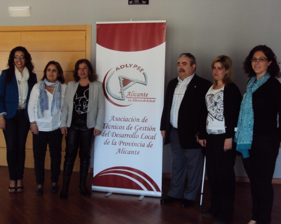 Foto de la mesa de trabajo entre Adlypse Alicante y COCEMFE Alicante